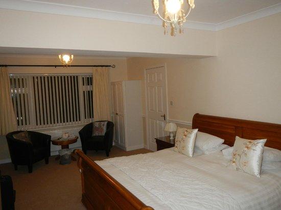 Ardmore House: beautiful, spacious bedroom