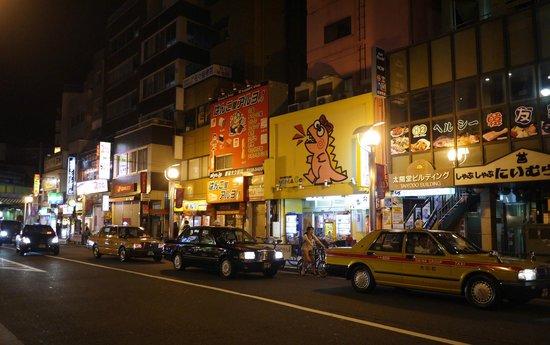 Hundred Stay Tokyo Shinjuku: Restaurants along the street