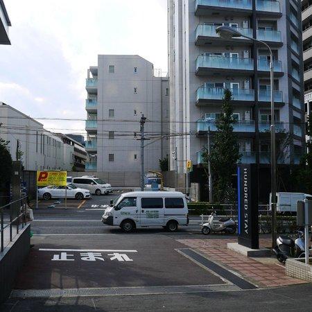 Hundred Stay Tokyo Shinjuku: Outside Hotel Lobby