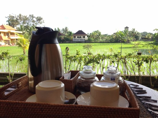 Sri Bungalows: Afternoon tea waiting for you, water still hot even if you return later.