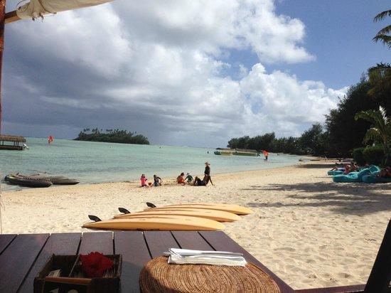 Pacific Resort Rarotonga : White sand as far as you can see.