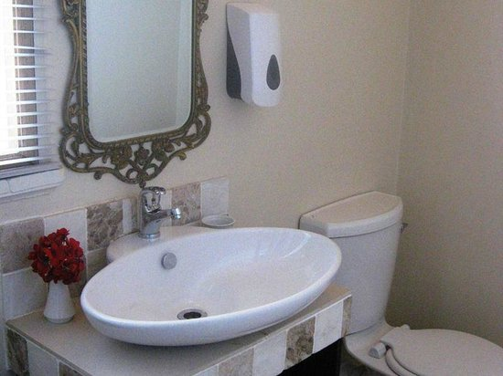 Royal Hotel Knysna: Double room bathroom