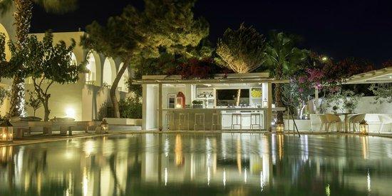 Hotel 28: Pool bar