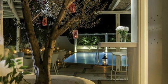 Hotel 28: Pool area at night