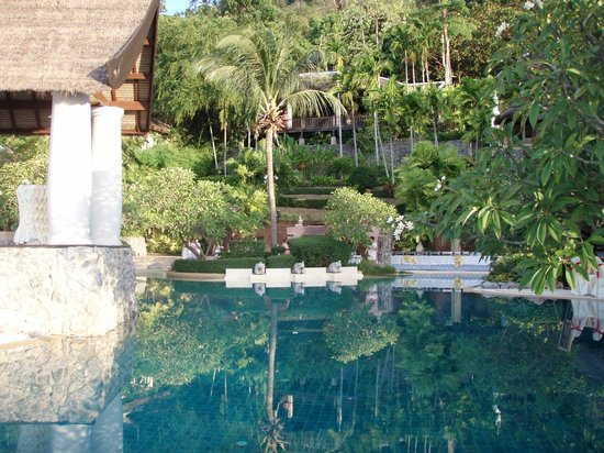Racha Kiri Resort & Spa : Poolside area