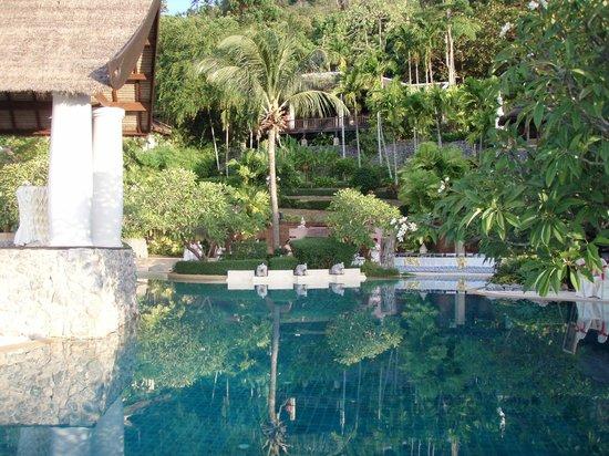 Racha Kiri Resort & Spa: Poolside area