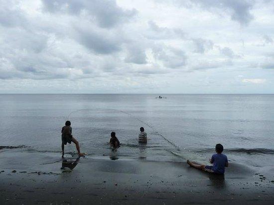 Pondok Bali Beach Front: evening fishing