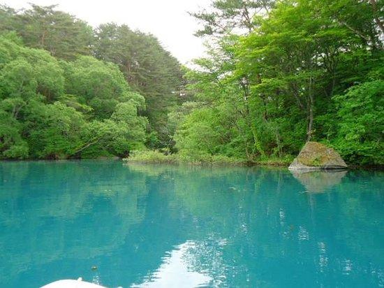 Goshikinuma Lake: エメラルドグリーン