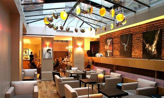 Hotel Le Six: Lobby & breakfast area