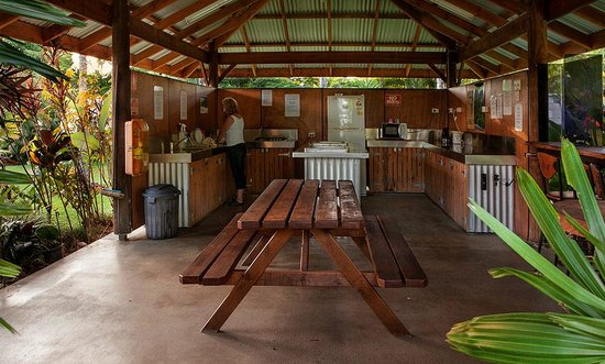 Fishery Falls Holiday Park: camp kitchen