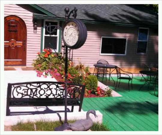 Conover, WI: Dublins Sports Bar and Grill in the summer