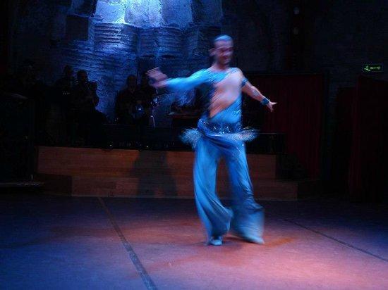 Hodjapasha Cultural Center: Male belly dancer.