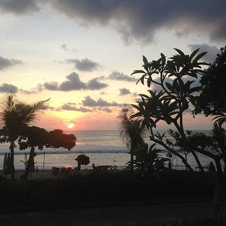 Padma Resort Legian : Sunset over beach