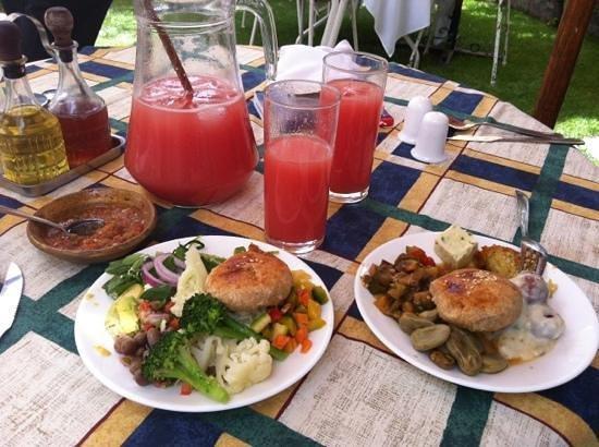 El Huerto: salad bar options and amazing juice