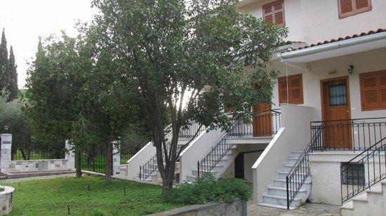 Stathopoulos Apartments: внутренний дворик