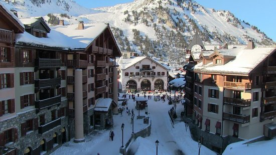 Radisson Blu Resort, Arc 1950 : It's a beautiful village set 2000ft up the mountain
