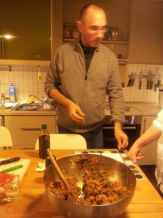 Istanbul Cooking School : Oguz being busy