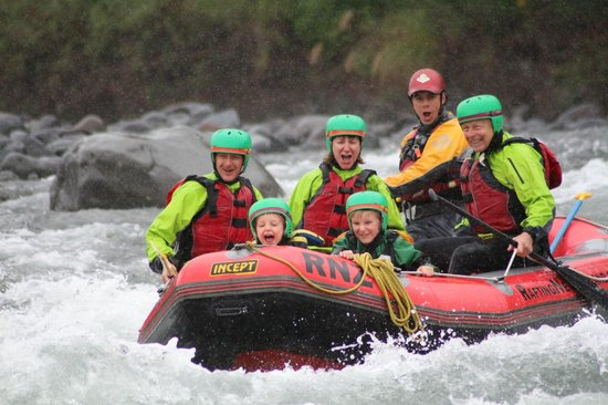 Rafting New Zealand: Action shot!