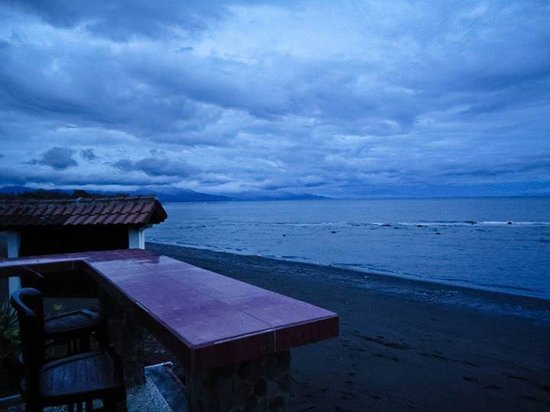 Villa Agung Beach Inn : lovina beach view in the morning