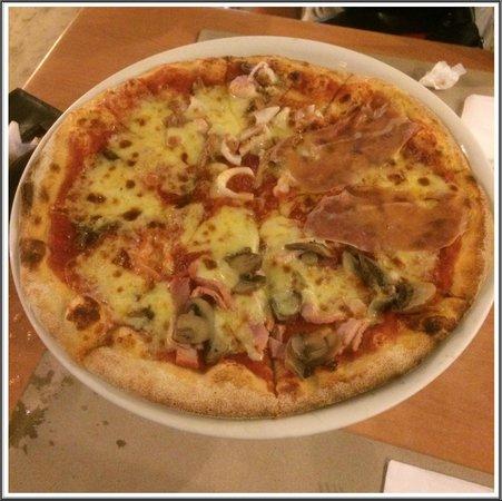 Aria Restaurant: 4 flavors in 1 pizza