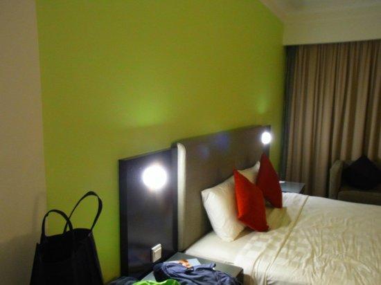 Hotel Novotel Kuala Lumpur City Centre: 4 stars hotel but 2 stars room