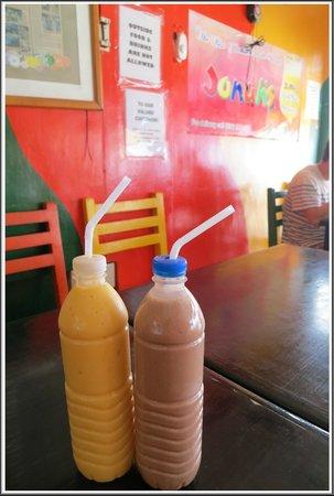 Jonah's Fruit Shake & Snack Bar: Mango & Chocolate Peanut Milkshake