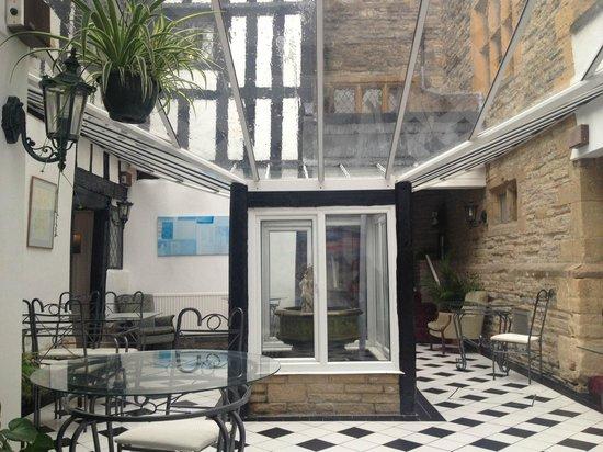 Best Western Salford Hall Hotel: Conservetory area