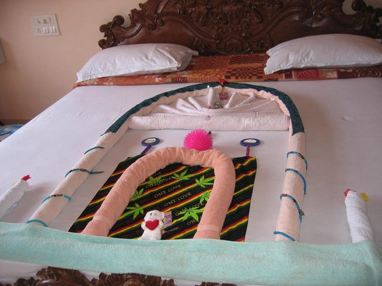 Hotel Villa Theresa: Every day a different decoration on the bed for my children