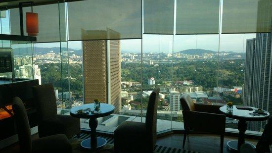 Hilton Kuala Lumpur: Lounge with view