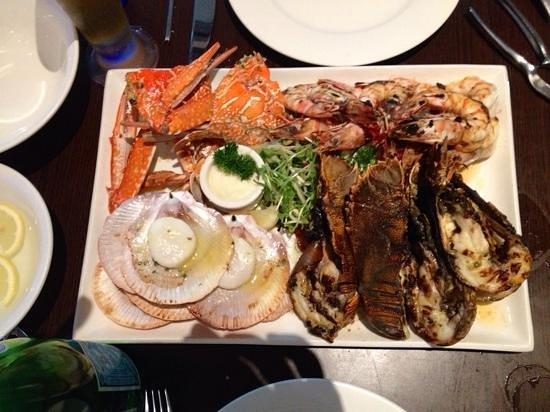 2 Fish Restaurant: seafood platter for 2