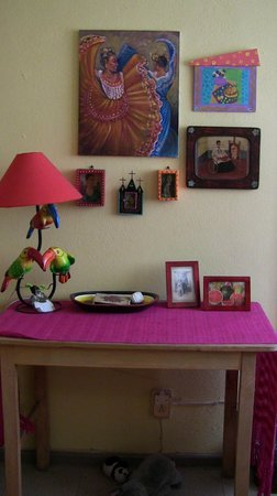 Casona Rosa, Morelia : Desk in Frida Suite