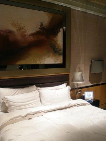 Hotel Eclat Taipei: Comfortable bed.