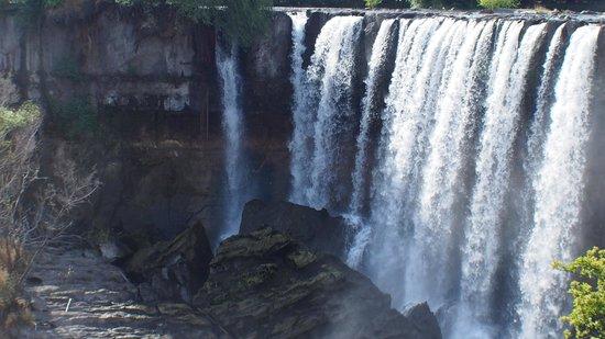 Hotel Salto del Laja: Водопад в 50 метрах от отеля