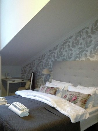 Ellingsens Pensjonat: Double room with bathroom in the room