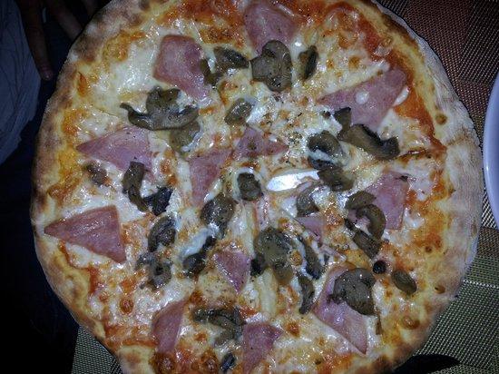 Prego Italian Restaurant : pizza