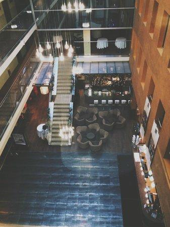 Hotel Avalon : Вид из лифта на холл и номера :)