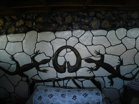 Bontoc Seaview Guesthouse: amazing wall decor
