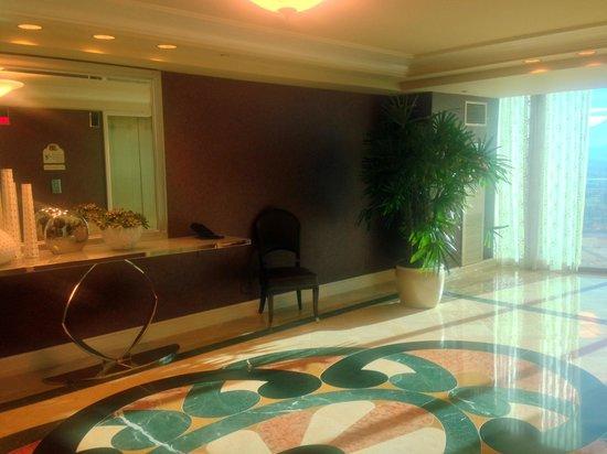 Four Seasons Hotel Las Vegas: Elevator Landing