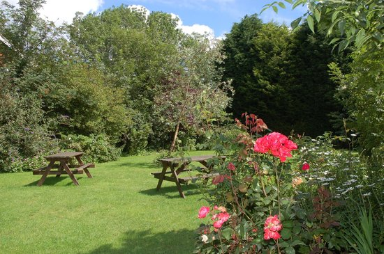 Recruiting Sergeant: Garden with picnic tables