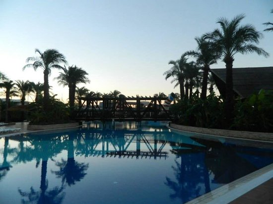Holiday Village Turkey Hotel: Pool is like an oasis with all the palm trees