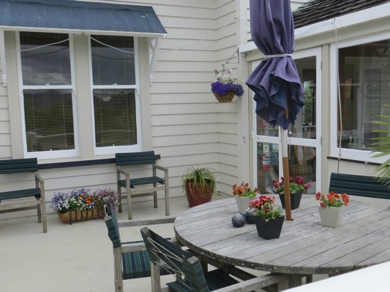 Cotswold Cottage: Outdoor seating area