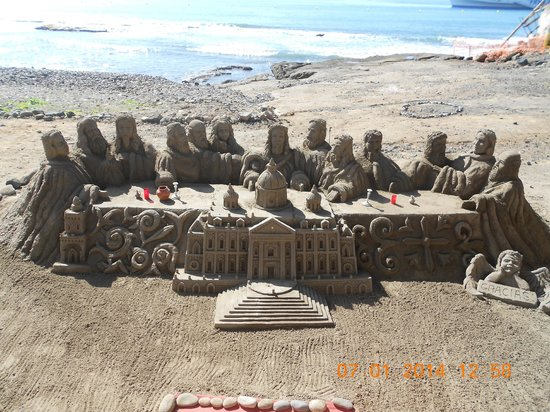 Paradise Park Fun Lifestyle Hotel: Lovely sand sculpture