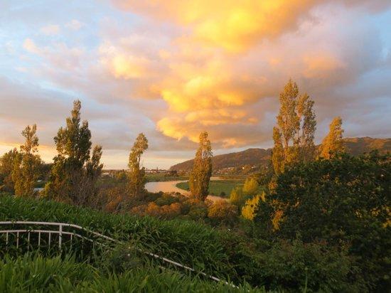 Cotswold Cottage: Spring sunset