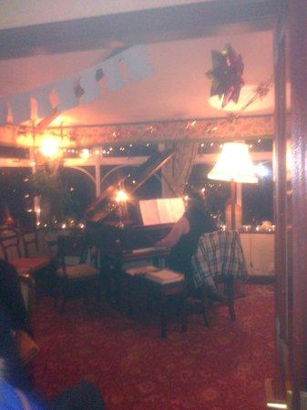 Lynnfield Hotel: Dezente Musikbegleitung