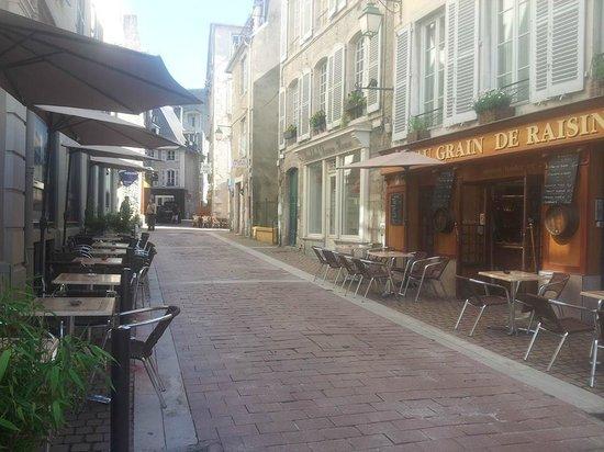 Au Grain de Raisin : Terrasse Principale - Rue Sully