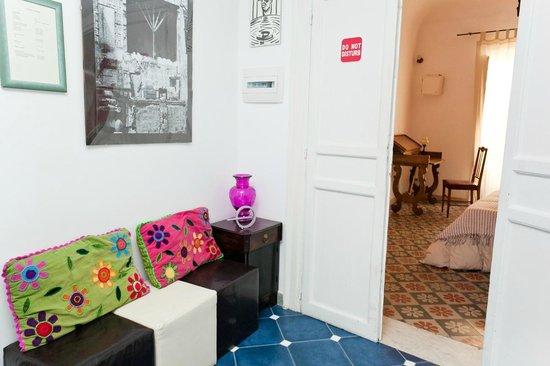 La Fuitina: Small Living Room