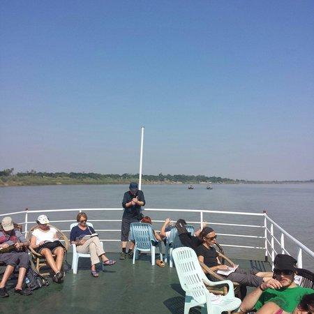 Ayeyarwady River: デッキの様子