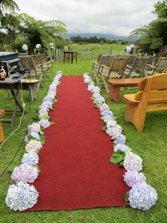 Volcanoview Restaurant: Looking down the aisle