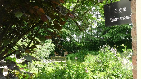 Noord-Sleen, The Netherlands: Parkachtige tuin