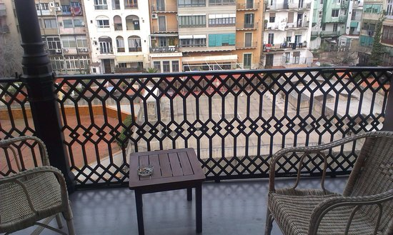 Praktik Garden: Balcony and the yard